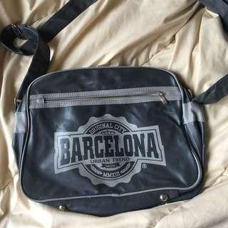 Tas selempang Barcelona