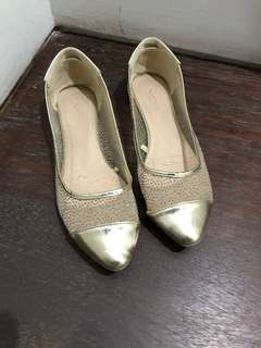 Flat shoes gold
