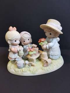 Precious Moments Figurine - Planting The Seeds Of Love