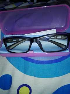 Eyeglass anti-radiation