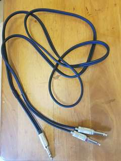 Selling one split into two cable for guitar /amplifier