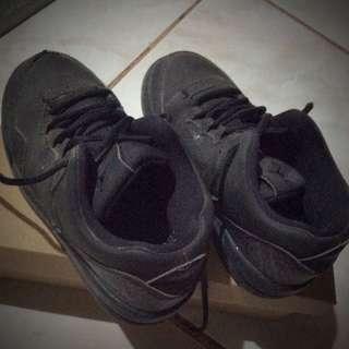 Original Jordan shoes hindi na kasya sa anak ko ee..