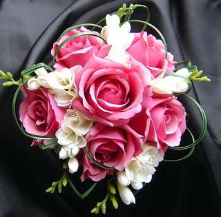 Get/Customize your favourite hand bouquet /hamper/stand flower at favorable price
