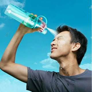 😊INSTOCK 😊💯🆕SPRAY WATER BOTTLE