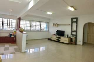 5 RM HDB - 5 MINS WALK TO MRT/ BUS INTERCHANGE/ NORTHPOINT CITY