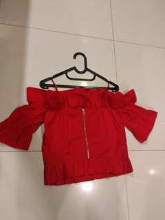 new (never been used) red off shoulder top (zipper di blk) beli 600 rb,