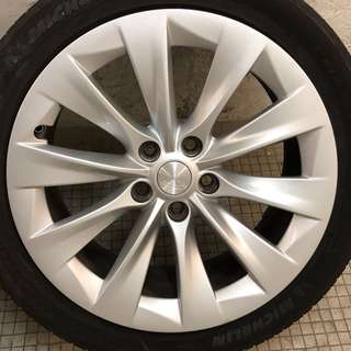 "Tesla 19"" Wheels"