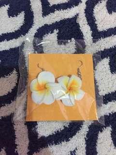 White flo earrings