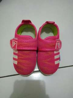 Sepatu anak cewek