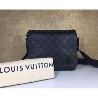 LOUIS VUITTON M44000 DISTRICT PM