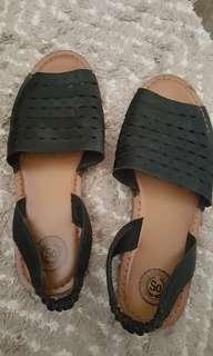 Black  flat Sandals size 6