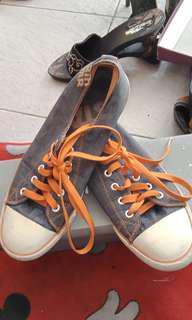 Sepatu 38