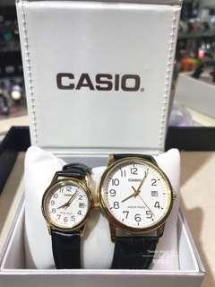 一對價錢 Casio classic 情侶款 白面數字啡帶金框 帶有日期📅顯示 文青 可單隻購