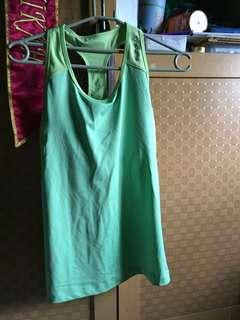 Pakaian jadi wanita (tanktop untuk olahraga)