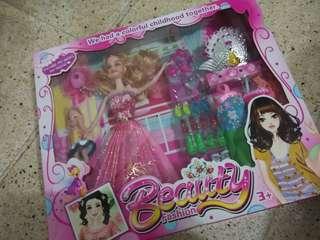 Beauty dress up Doll