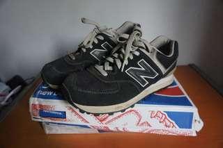 New Balance 574 Suede Black Classic