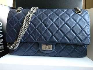 Chanel 2.55 reissue medium handbag in navy blue 手袋