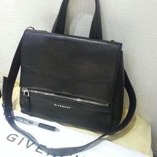 Givenchy 黑色軟皮2用袋7成新