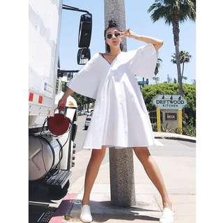 VM 夏季白色 慵懶寬鬆前後雙V領 荷葉邊袖度假 仙女氣質 大擺連身裙