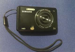 Samsung Camera DV100 16.1MP with Selfie Feature
