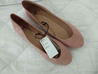Free shipping!New! H&M Coral Nude Velvet Flats
