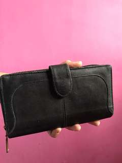 Dompet hitam @adorableprojects