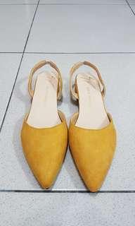 🚚 低跟 芥末黃 涼鞋 39