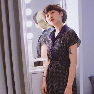 MinMei  ✼藍綠碎花洋裝✼ 深藍色ドレス  V領開襟 腰帶 短袖過膝長裙 寬百褶 dress  70s日本古着