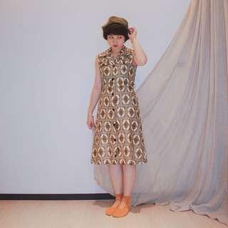 ✼綠色圖騰洋裝✼ 尖領排扣 翻蓋假口袋 合身A字裙 曼德布洛特 嬉皮 無袖過膝Dress 野餐裙Vintage日本古着