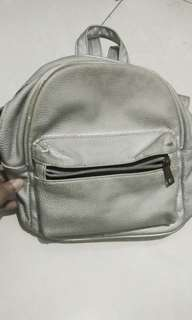 Mini Backpack Silver STRADIVARIUS bekas 150k NEGO