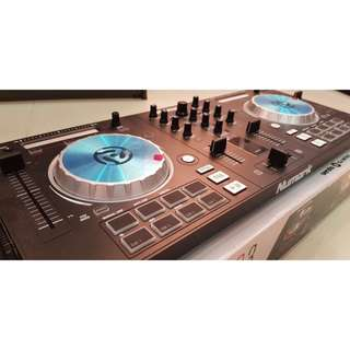 Numark Mixtrack Pro3 (bonus headphones HF125)