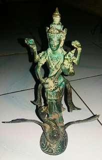 Patung dewa dari perunggu