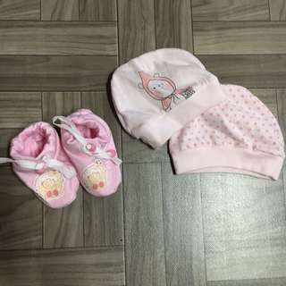 New born bundle shoes and beanie