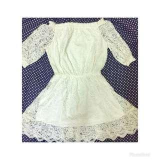 🚚 一字領白色短洋裝