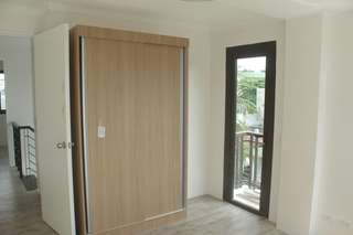 Preselling 3br 1cg townhouse near edsa mrt shaw