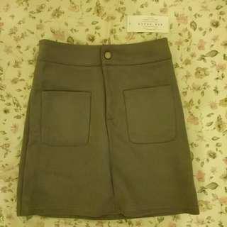 Airspace 高腰單釦拉鏈雙口袋麂皮絨質感短裙 a字裙