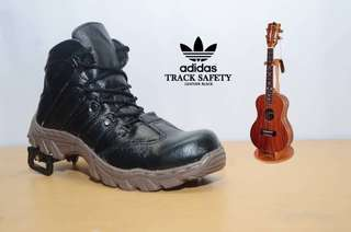 SEPATU ADIDAS TRACK BOOTS