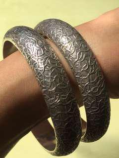 🚚 手工雕花寬大銀手環