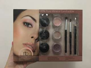 Naturalè beauty makeup eyeshadow and brush