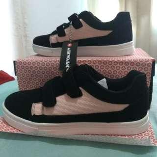Sepatu anak airwalk ukuran 35 Hitam Pink