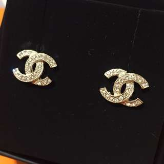New Chanel Crystal Stone Classic Earrings. 全新香奈兒閃石耳環