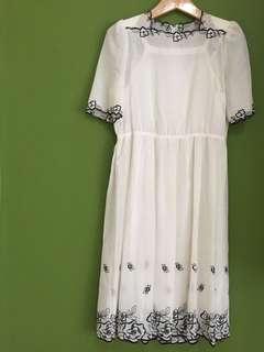Vintage white dress #DiskonLoh