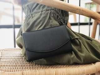Slingbag hitam polos ala H&M