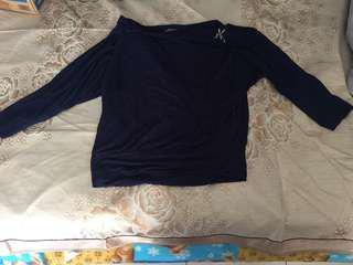 深藍七分袖上衣