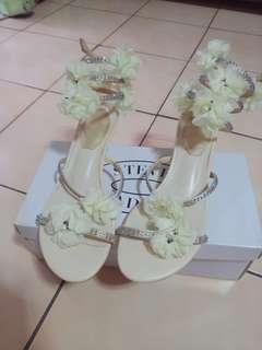 🚚 超仙~手工水鑽花花繞腳楔型涼鞋