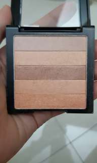 Revlon highliting palette in peach glow 010