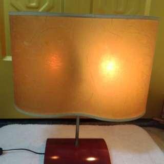董事長的舊檯燈。很舊。很大。沒壞。如圖。自己來拿