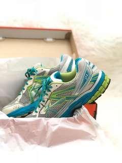 Sepatu lari/ gym nyaman wanita BROOKS Original