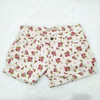 Cream flower short