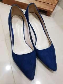藍寶絨尖頭淺口低跟鞋